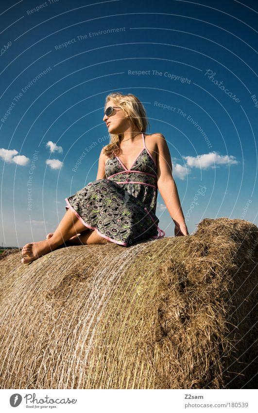 lena in heaven Mensch Natur schön Himmel Wolken Erholung feminin Glück Landschaft Mode blond elegant frei sitzen ästhetisch