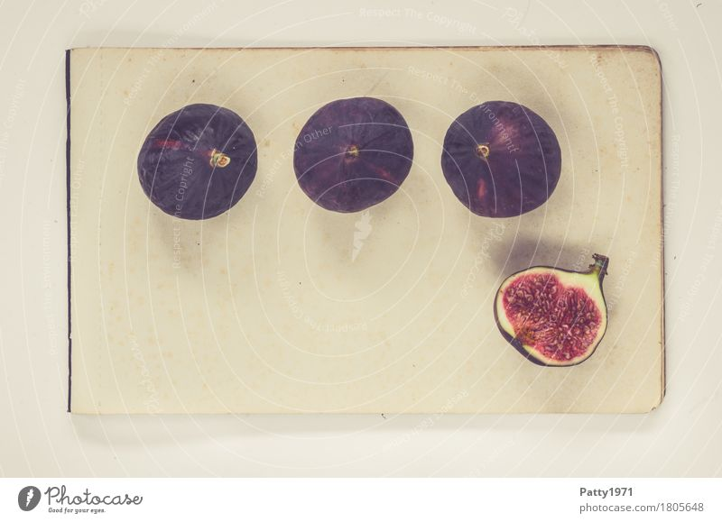 Feigen Lebensmittel Frucht Ernährung Vegetarische Ernährung Papier Zettel frisch Gesundheit retro rund saftig süß violett rot Stillleben Farbfoto Studioaufnahme