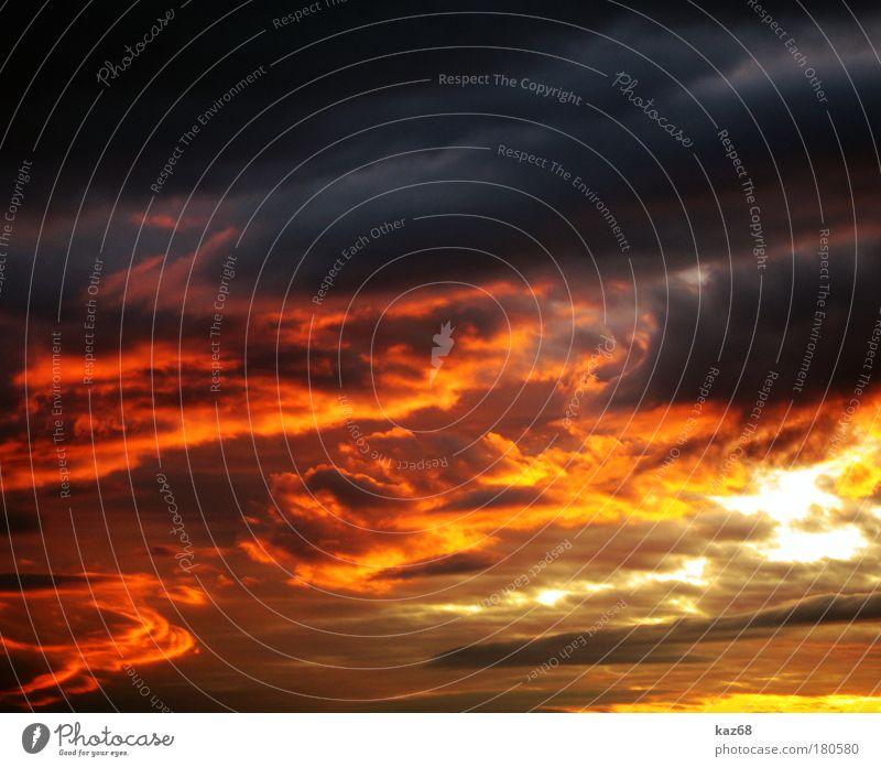 der Tag geht zu Ende Himmel Himmel (Jenseits) Abenddämmerung Wolken rot Feuer Brand Wind Nacht Feierabend Dämmerung Farbfoto Horizont Pause Licht Sonnenlicht