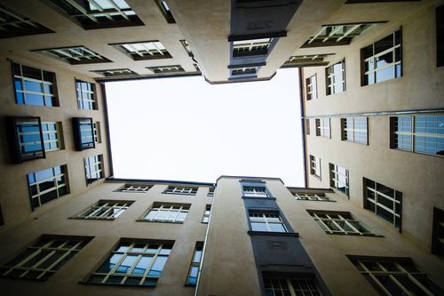 Rahmenbedingung Stadt Fenster Stil Fassade authentisch eckig Hinterhof bescheiden Kreuzberg