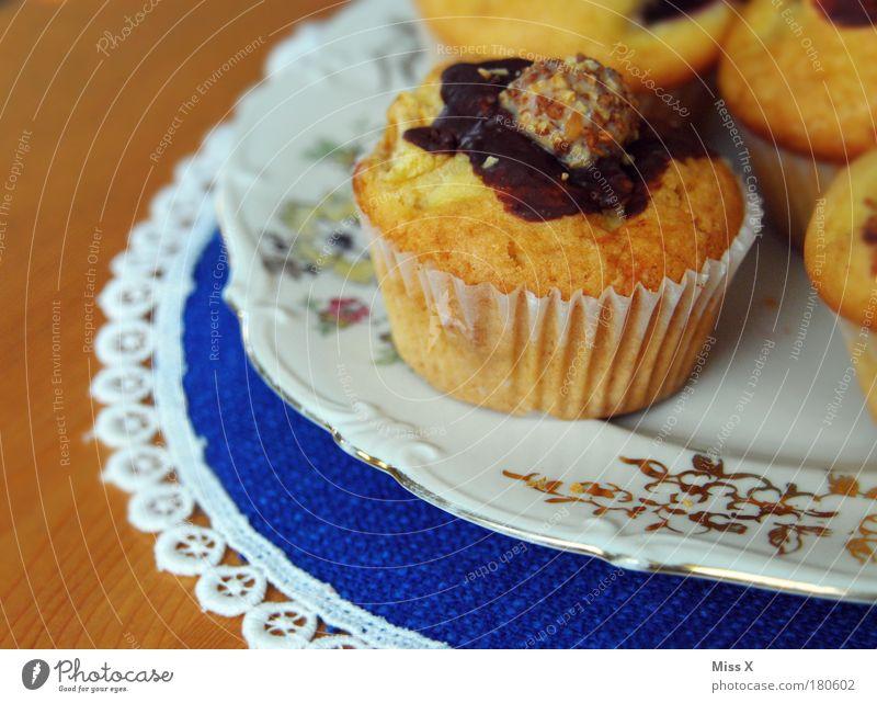 Guten Morgen Muffins Ernährung Holz klein Lebensmittel süß Kitsch Dekoration & Verzierung Kuchen lecker genießen Teller Schokolade Morgen Backwaren Dessert