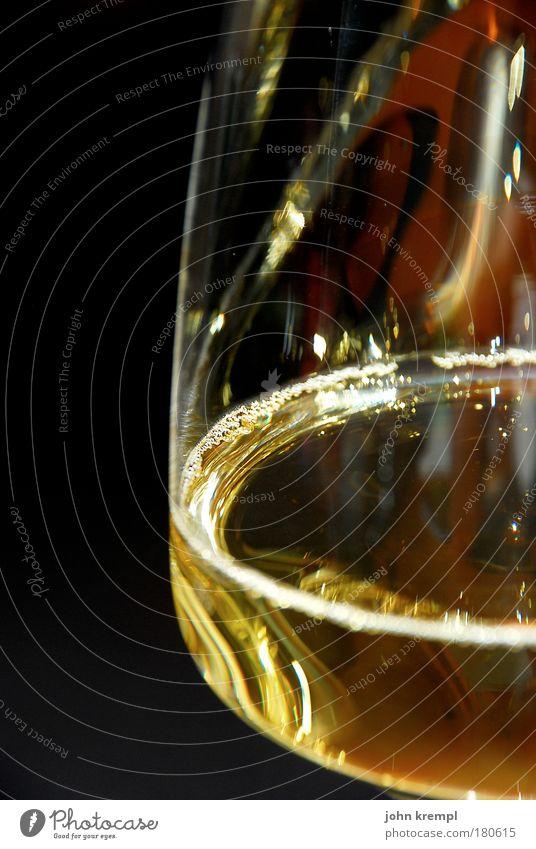 weinsusenforum Farbfoto Textfreiraum links Textfreiraum oben Schwache Tiefenschärfe Getränk trinken Alkohol Wein Weißwein Weissweinglas genießen gut lecker gelb