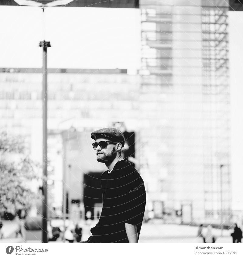 Portrait Lifestyle Stil maskulin 1 Mensch Sonnenbrille Mütze Bart Vollbart Zufriedenheit Einsamkeit Erholung Freizeit & Hobby Frustration Gelassenheit