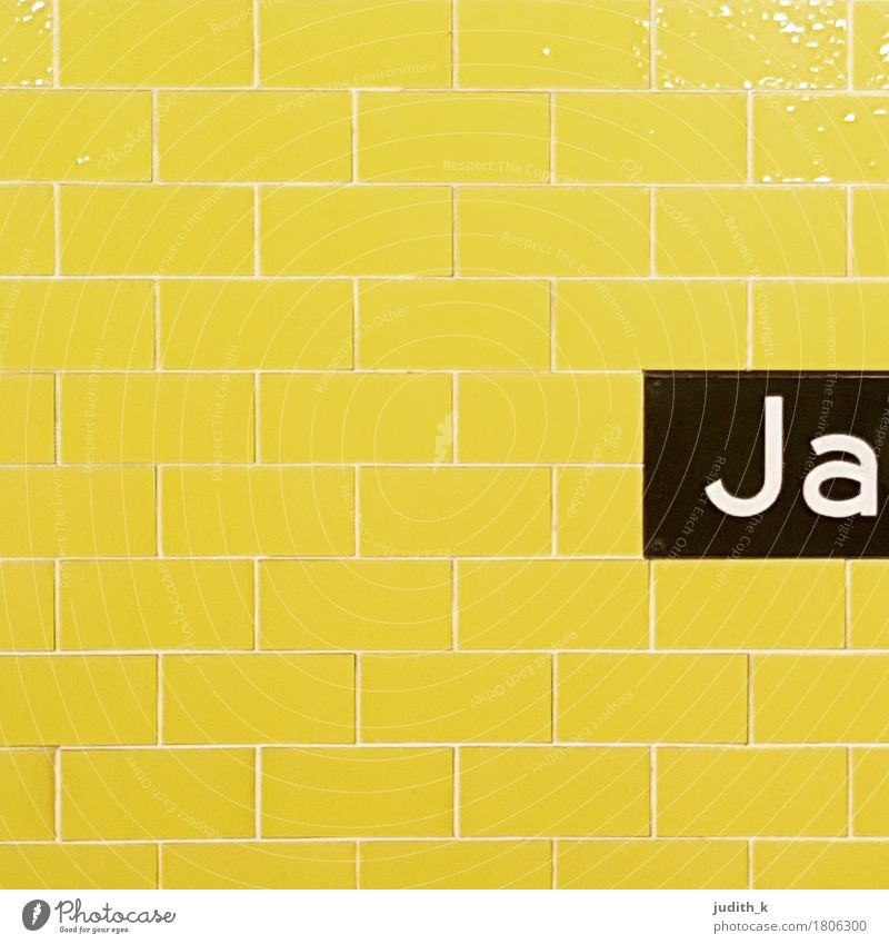 Ja Ferien & Urlaub & Reisen schwarz gelb Architektur Verkehr Hochzeit fahren Fliesen u. Kacheln Gleise Verkehrswege positiv Städtereise Personenverkehr U-Bahn