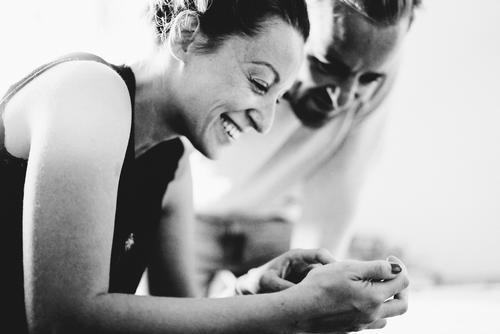 Smartphone Mensch Erholung Freude Erwachsene sprechen Familie & Verwandtschaft Glück Business Paar Freundschaft Freizeit & Hobby Erfolg Technik & Technologie