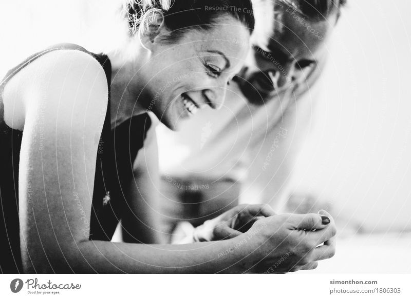 Smartphone Mensch Erholung Freude Erwachsene sprechen Familie & Verwandtschaft Glück Business Paar Freundschaft Freizeit & Hobby Erfolg Technik & Technologie Telekommunikation genießen Energie