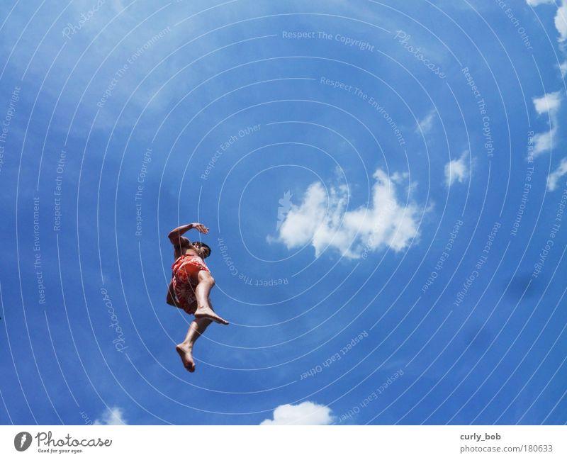 Luftsprung Mensch Himmel Jugendliche blau Sonne Sommer Freude Wolken Leben Freiheit springen Schwimmen & Baden fliegen maskulin frei verrückt