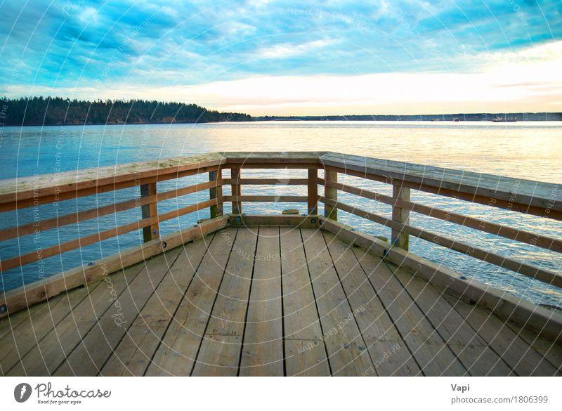 Holzbrücke auf der Seeküste Himmel Natur Ferien & Urlaub & Reisen alt blau Sommer Wasser weiß Sonne Meer Landschaft Erholung Wolken Strand dunkel schwarz