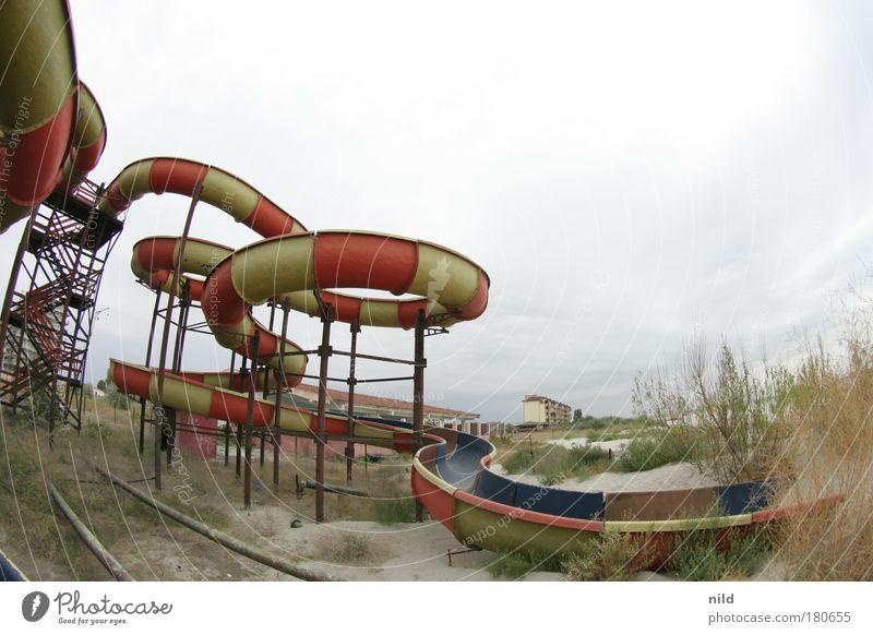 Roadtrip - Die vergessene Wasserrutsche Farbfoto Außenaufnahme Textfreiraum rechts Textfreiraum oben Starke Tiefenschärfe Fischauge Freizeit & Hobby Spielen