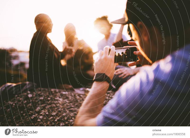 Mensch Jugendliche Sommer Sonne Freude 18-30 Jahre Erwachsene Lifestyle Feste & Feiern Menschengruppe Party Zusammensein Freundschaft 13-18 Jahre