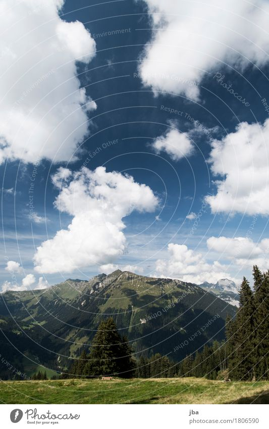 Blick zum Stalden Himmel Natur blau Sommer Landschaft Wolken ruhig Berge u. Gebirge Herbst Freizeit & Hobby wandern Ausflug Schönes Wetter Urelemente Brunnen