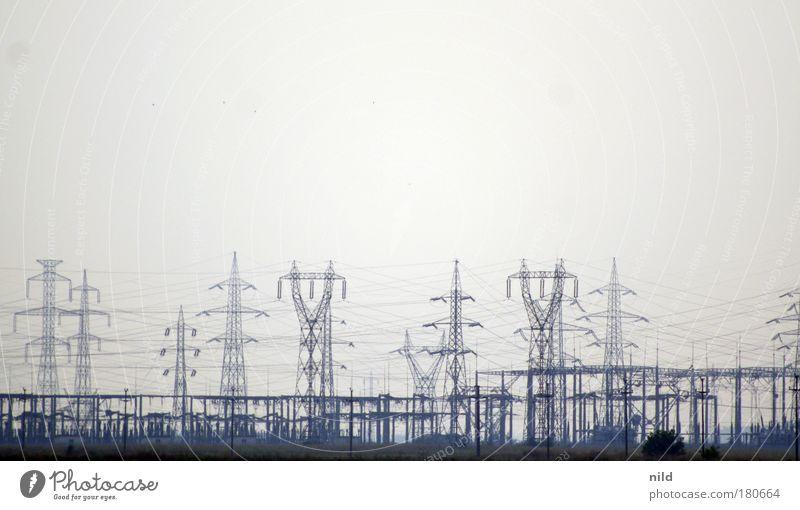 Roadtrip - Industrie-Energie II Energie Industrie Elektrizität Stromkraftwerke Technik & Technologie Strommast durcheinander hässlich Energiekrise Starkstrom