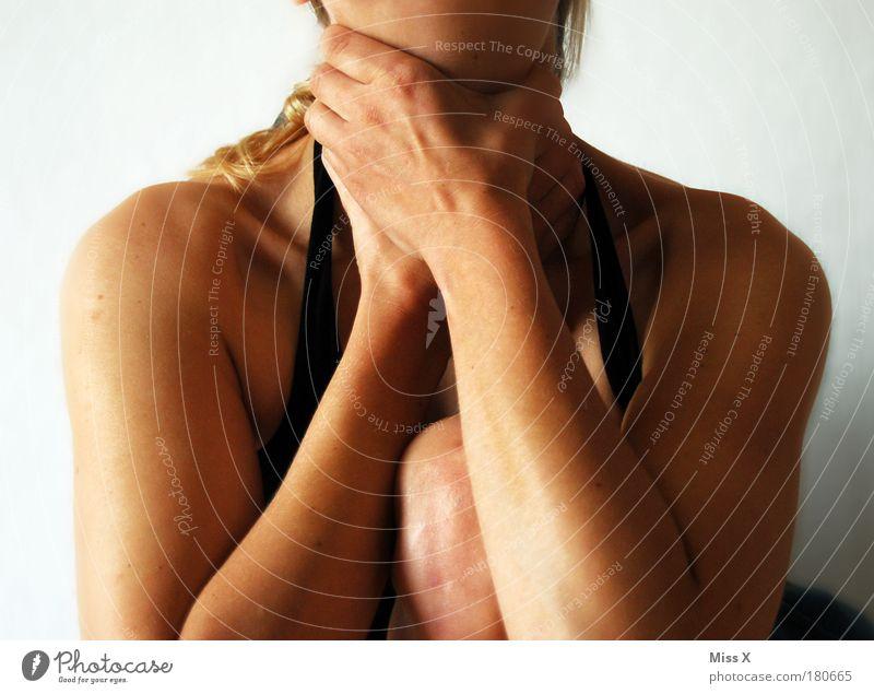 der Würger Jugendliche Hand Erwachsene feminin Gefühle Junge Frau Kraft Angst 18-30 Jahre Arme Haut Finger gruselig Wut Schmerz Gewalt