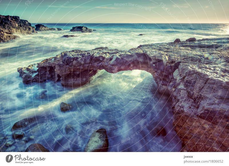 Knochenbrücke Himmel Natur blau Wasser weiß Meer Küste braun Felsen wild Horizont Wellen Bogen