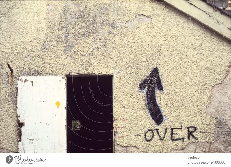Andere Wege gehen Wand Fenster Bewegung Mauer Graffiti Tür Armut Hoffnung offen Schriftzeichen kaputt Zeichen verfallen entdecken Tunnel Rost