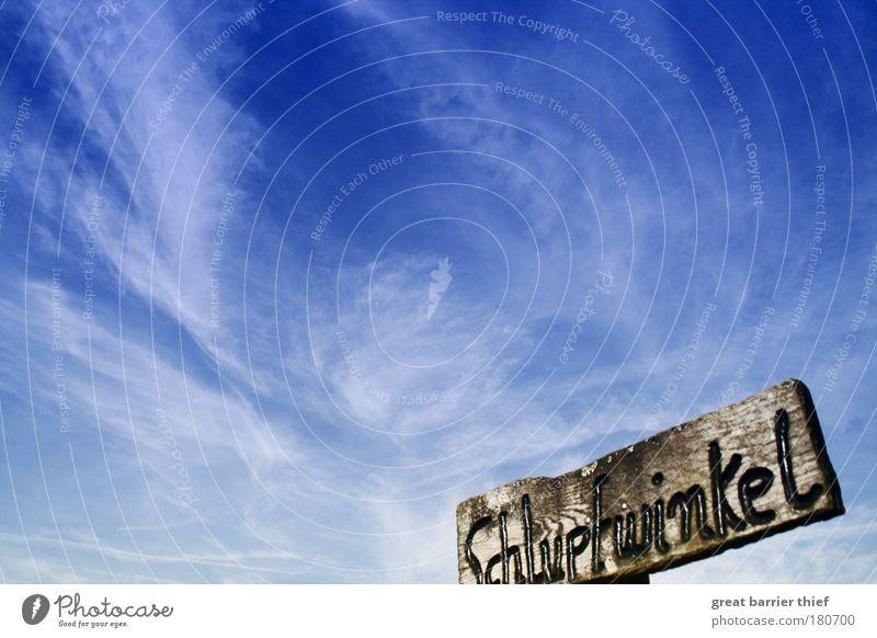 Schlupfwinkel Farbfoto Außenaufnahme Experiment Menschenleer Morgen Tag Umwelt Himmel Wolken Wetter blau Holz Schilder & Markierungen Glaube Ort