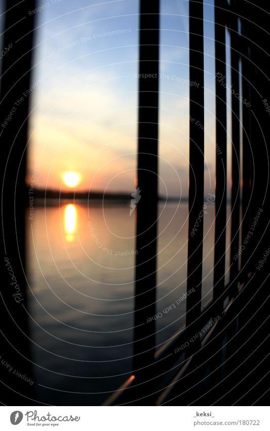 I'm the light behind the fence you built around you Wasser Himmel Sonne Traurigkeit Stimmung Fluss Ende gefangen Schwäche verstört zurückziehen