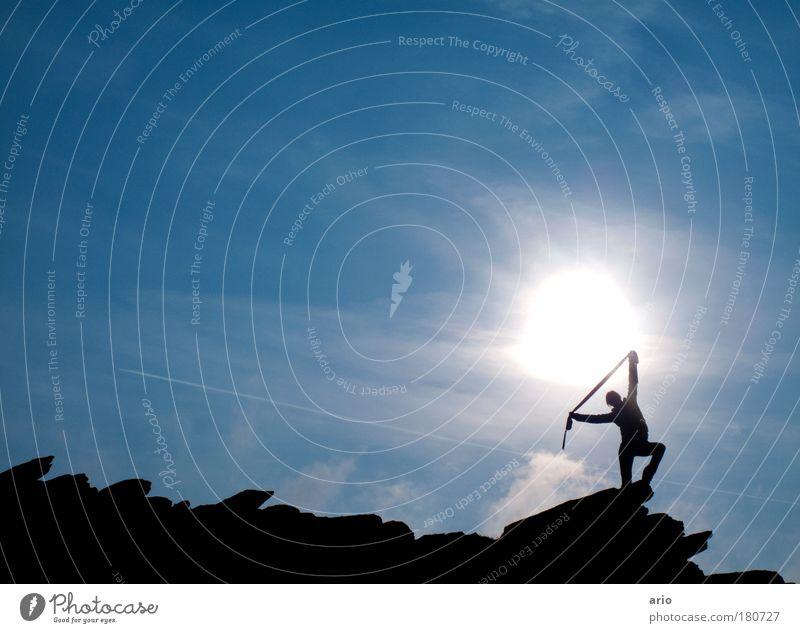 der sonne entgegen! Himmel Natur blau Sonne Ferien & Urlaub & Reisen Sport Berge u. Gebirge Glück wandern Fröhlichkeit leuchten Unendlichkeit Fitness sportlich Lebensfreude genießen