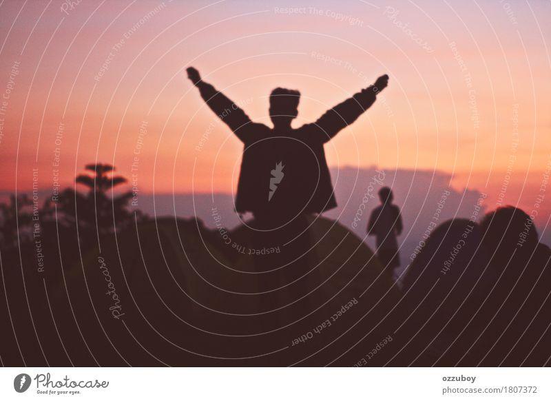Morgendämmerung genießen Lifestyle Freizeit & Hobby Ferien & Urlaub & Reisen Tourismus Abenteuer Freiheit Camping Sommer Berge u. Gebirge wandern Mensch Mann