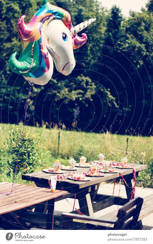 Kindergeburtstag Garten Feste & Feiern Geburtstag Sommer grün Freude Fröhlichkeit Lebensfreude Kindheit Einhorn Luftballon Farbfoto mehrfarbig Außenaufnahme