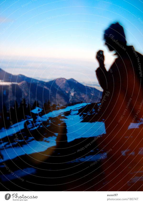 Somehow we're the same... Erholung Traurigkeit Denken Pause Aussicht nachdenklich Berghütte Après-Ski