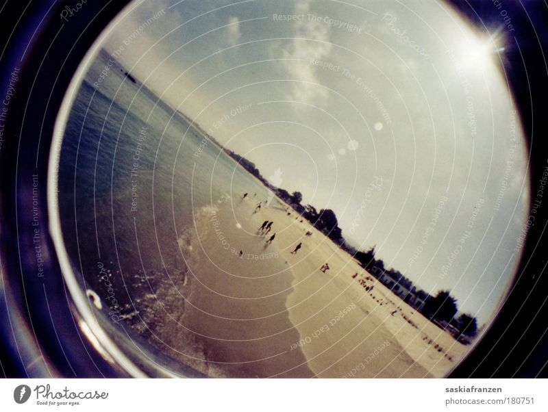 Ein Tag am Meer. Farbfoto Außenaufnahme Experiment Reflexion & Spiegelung Sonnenlicht Sonnenstrahlen Fischauge Schwimmen & Baden Ferien & Urlaub & Reisen
