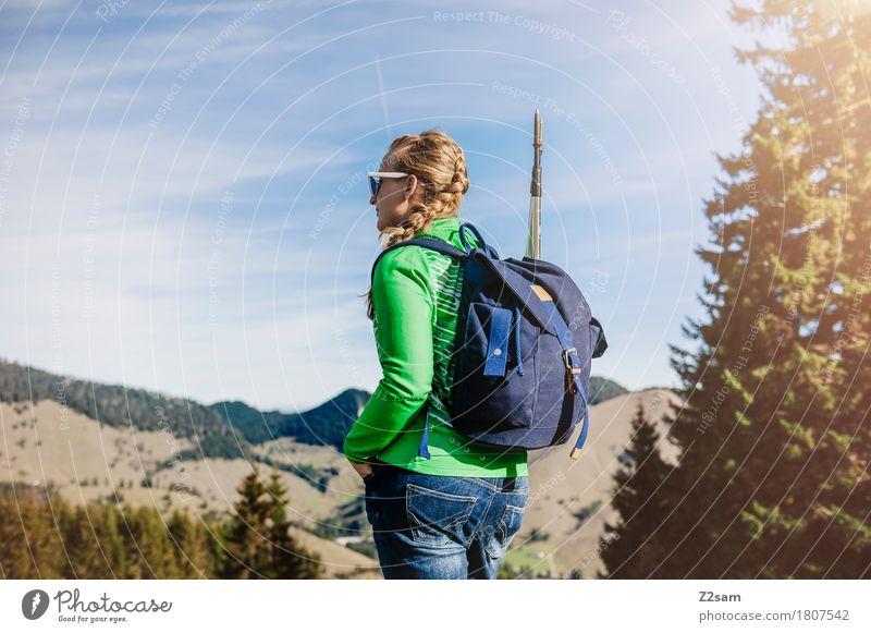 Entschleunigung Lifestyle elegant Stil Berge u. Gebirge wandern feminin Junge Frau Jugendliche 18-30 Jahre Erwachsene Natur Landschaft Sonne Sommer