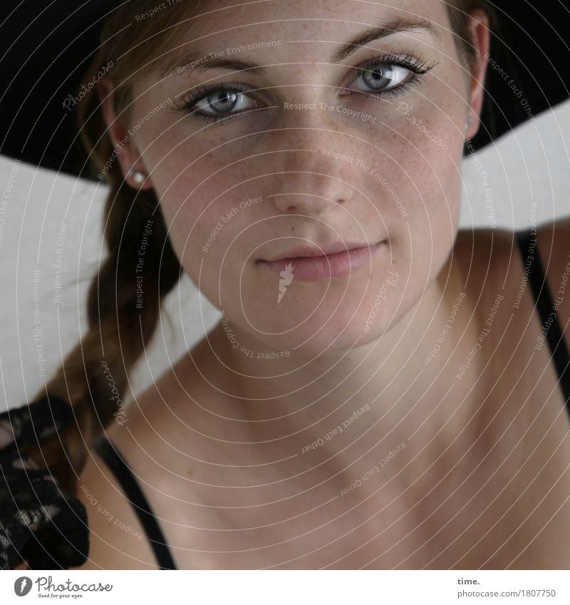 . Mensch Frau schön ruhig Erwachsene feminin Zeit warten beobachten Coolness Freundlichkeit Neugier festhalten Vertrauen Konzentration Hut