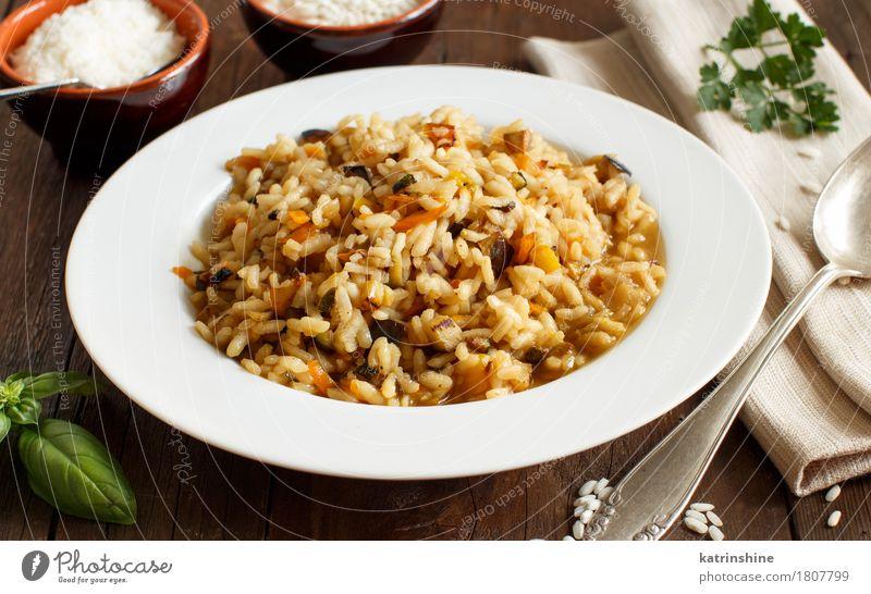Risotto mit Gemüse und Gewürzen Lebensmittel Getreide Teigwaren Backwaren Ernährung Vegetarische Ernährung Diät Italienische Küche Teller Löffel Gesundheit