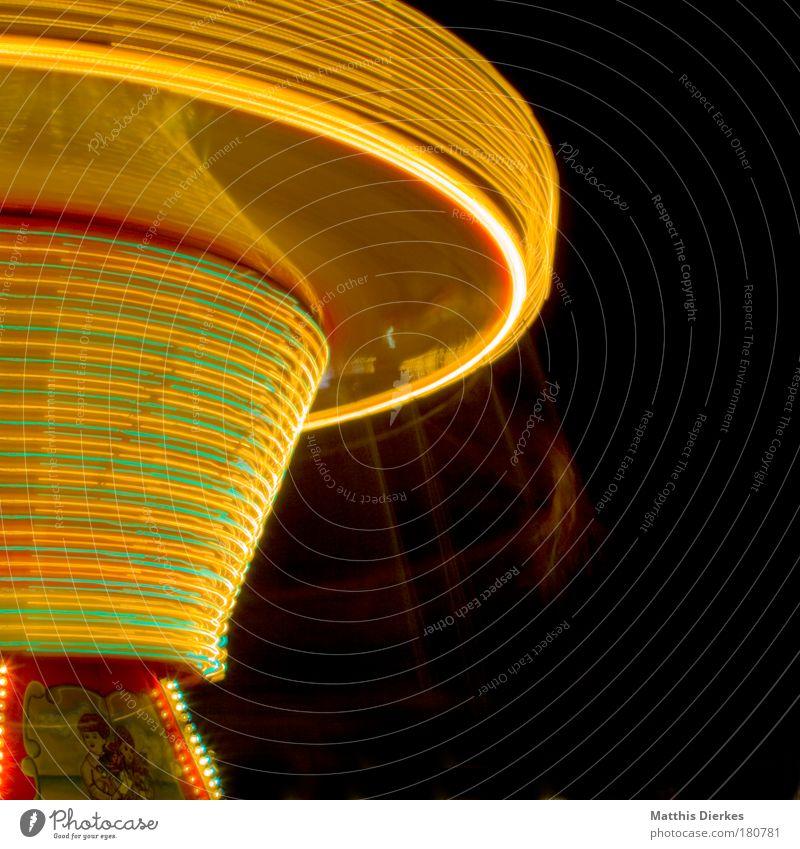 Kettenkarussel Jahrmarkt Attraktion Fahrgeschäfte Langzeitbelichtung Kreisel schwindelig Zentripetalkraft Lichtgeschwindigkeit Schausteller Nacht gelb Tourismus