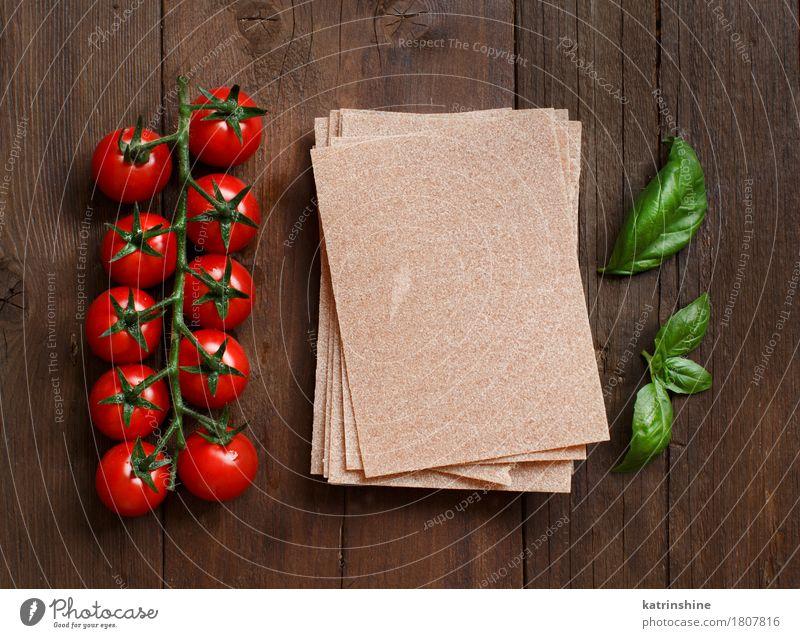 Vollkorn Lasagne Blätter, Tomaten und Basilikum grün rot Blatt dunkel Gesundheit braun frisch Tisch Italien Kräuter & Gewürze Gemüse Tradition Backwaren