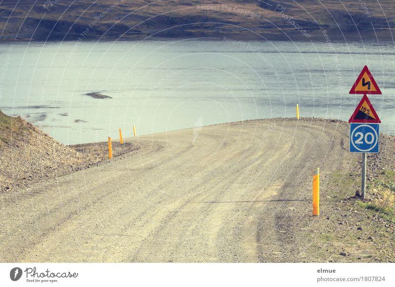Achterbahn Ferien & Urlaub & Reisen Verkehrsschild Wasser Fjord Steigung Abfahrt Berghang Island Verkehrswege Straßenverkehr Autofahren bedrohlich Vertrauen