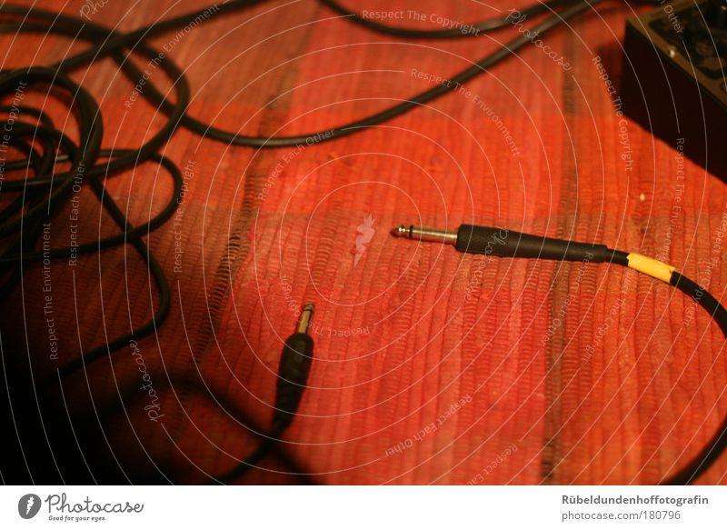 Wires Farbfoto mehrfarbig Innenaufnahme Kunstlicht Licht Schatten Kabel Technik & Technologie Tontechnik Tonstudio Neue Medien Teppich Kunststoff Linie braun