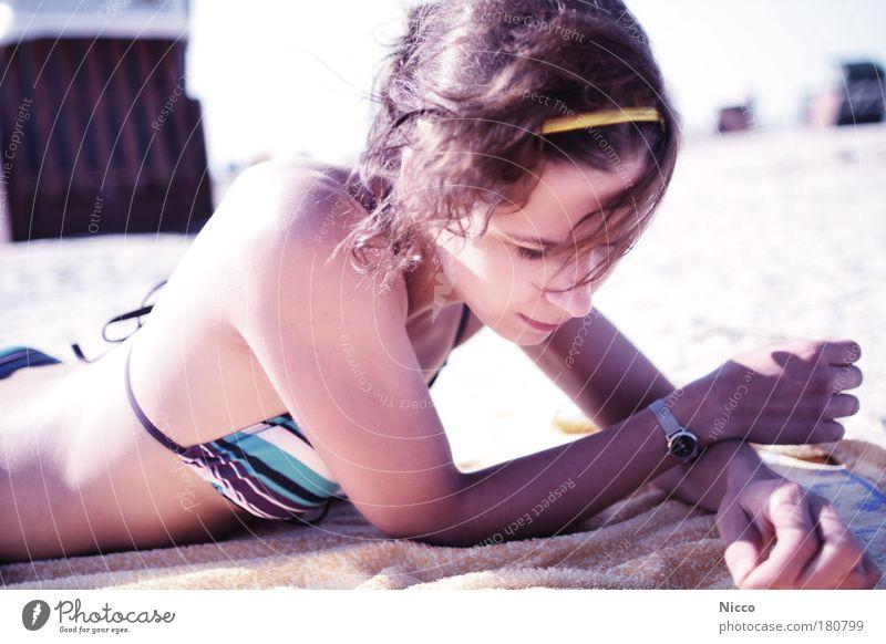Tag am Meer Mensch Frau Jugendliche schön Ferien & Urlaub & Reisen Sonne Meer Sommer Strand Erwachsene Erholung feminin Haare & Frisuren Kopf Schmuck Körper