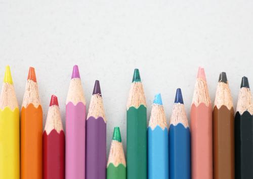Farbenspiel Lifestyle Holz Kunst Schule Design Freizeit & Hobby liegen Dekoration & Verzierung Kindheit Kreativität Fröhlichkeit Papier malen viele Bildung