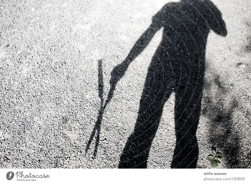 KOPFLOS Gedeckte Farben Außenaufnahme Textfreiraum links Schatten Oberkörper Festessen Besteck Jagd Garten Gartenarbeit Schere androgyn 1 Mensch Punk Blatt
