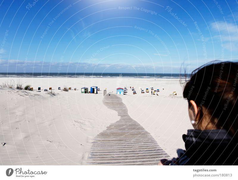 JUST JUIST Frau Himmel Natur schön blau Sonne Sommer Strand Meer Ferien & Urlaub & Reisen Ferne Wärme Wege & Pfade Horizont Insel Warmherzigkeit