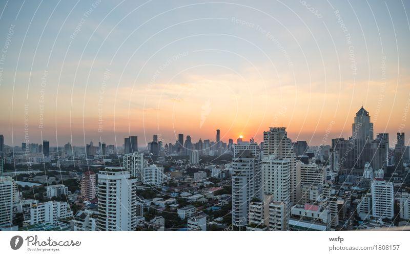 Bangkok skyline bei sonnenuntergang panorama Büro Stadt Stadtzentrum Skyline Hochhaus Architektur entdecken Sonnenuntergang Stadtteil sukhumvit himmel bank