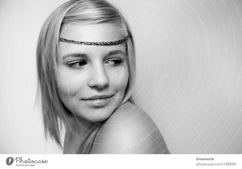 hey you Schwarzweißfoto Textfreiraum rechts Textfreiraum oben Hintergrund neutral Blick nach hinten maskulin Junge Frau Jugendliche Haare & Frisuren langhaarig
