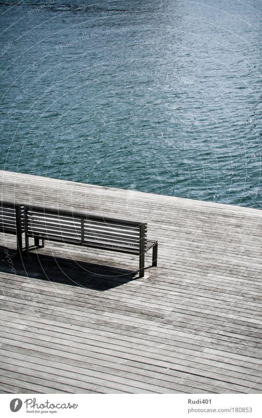 die alte bank und das meer blau Ferien & Urlaub & Reisen Meer ruhig Einsamkeit Küste Zufriedenheit warten frei modern Bank Sehnsucht Spanien Terrasse Fernweh