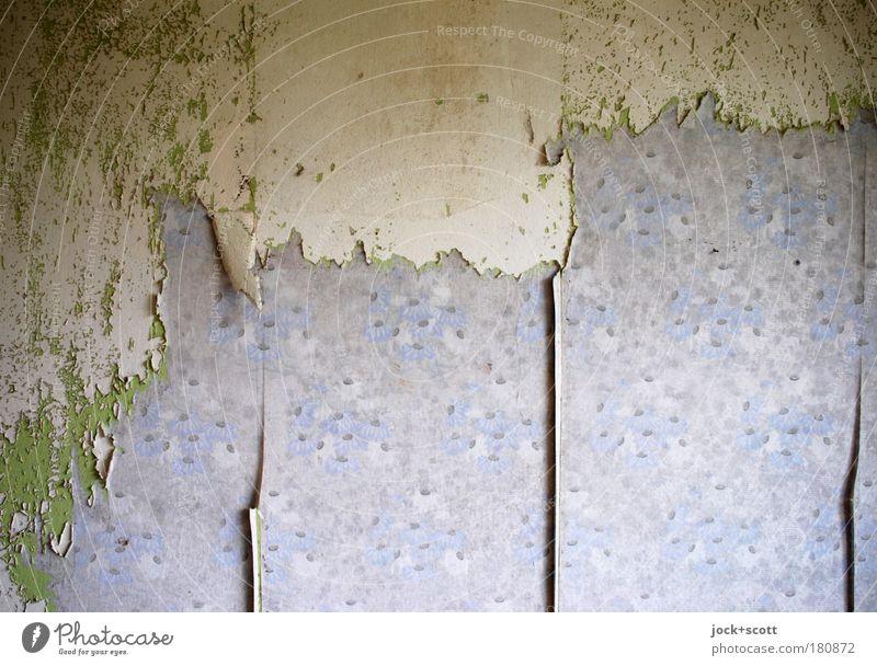 Bahn für Bahn blau alt grün Einsamkeit Wand Innenarchitektur Mauer dreckig Häusliches Leben Design Dekoration & Verzierung authentisch kaputt Papier Wandel & Veränderung Vergänglichkeit