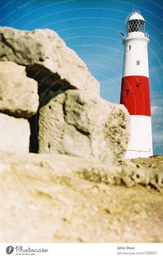 to the lighthouse Insel Sand Hügel Felsen Küste Turm Leuchtturm Bauwerk Architektur Sehenswürdigkeit Schifffahrt Kommunizieren Schutz Geborgenheit gestreift