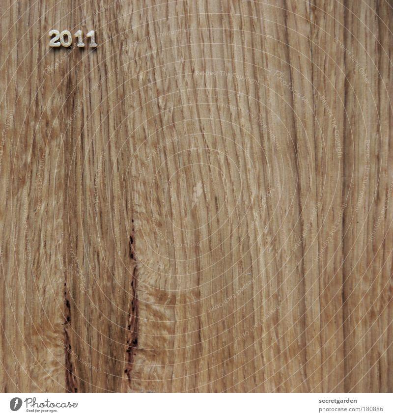 """"""".... und wo sehen Sie sich im Jahre 2011?"""" Ernährung Holz Jahr Lebensmittel braun Beginn ästhetisch Tisch Schriftzeichen Zukunft einfach Vergänglichkeit Ziffern & Zahlen Silvester u. Neujahr Vergangenheit Muster"""