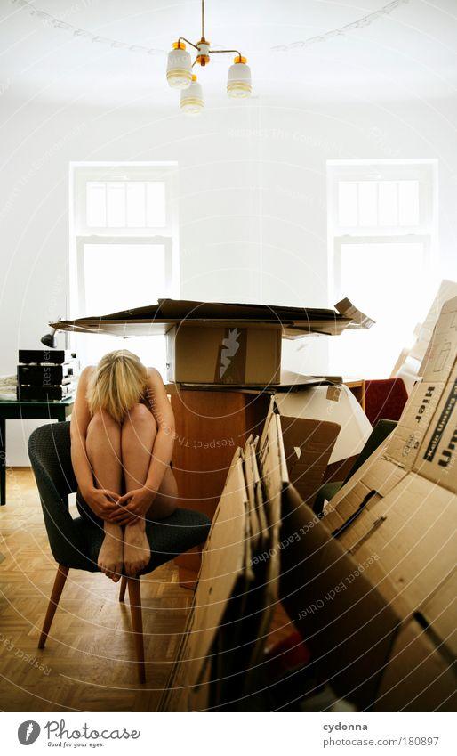Vorübergehend nicht erreichbar Frau Mensch Jugendliche Erwachsene Einsamkeit Leben nackt Traurigkeit träumen Wohnung Innenarchitektur planen Perspektive