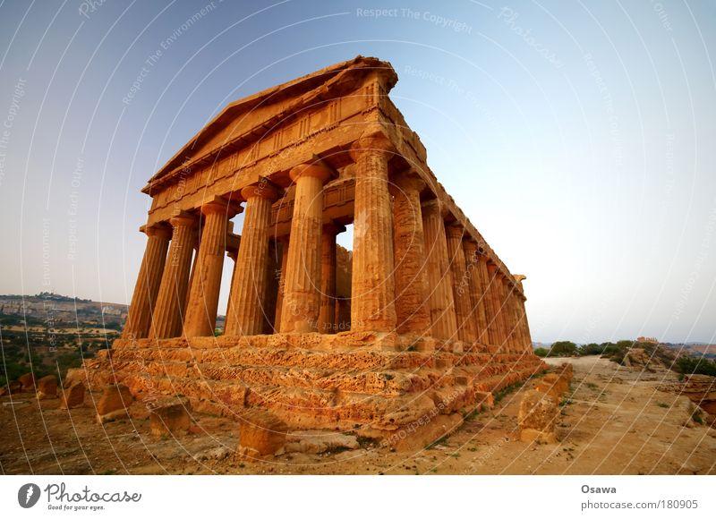 Tal der Tempel 05 Ruine antik Bauwerk Gebäude Architektur Griechenland Zerstörung Säule Italien Sizilien Agrigento Dämmerung Abend Himmel blau Querformat