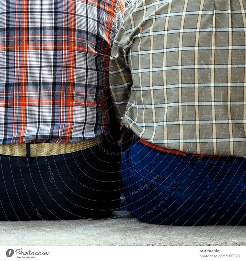 karos Mensch Mann Senior Mode Zusammensein Rücken maskulin Hemd Zusammenhalt 60 und älter kariert Männlicher Senior Gürtel Muster Rückansicht