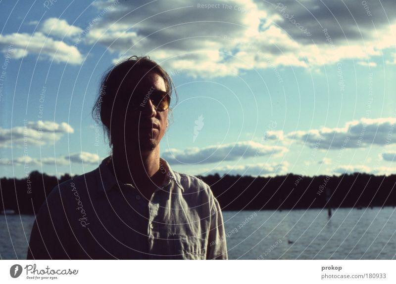 Mein See und ich Mensch Mann Natur Jugendliche Wasser schön Himmel Pflanze Wolken Gefühle Landschaft Zufriedenheit Küste warten Erwachsene maskulin