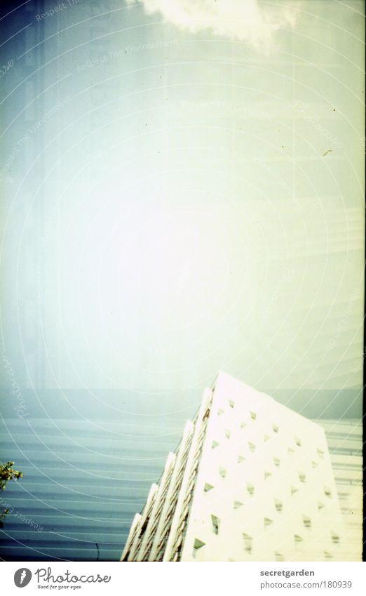 der 4.10. ist der geburtstag von almogon. Himmel grün weiß Stadt Baum Sonne Sommer Wolken Haus hell Fassade Beton hoch Hochhaus modern