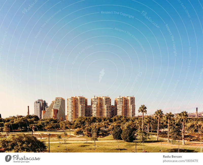 Valencia City Skyline in Spanien Himmel Natur Ferien & Urlaub & Reisen Stadt Pflanze blau grün Baum Umwelt Architektur Gebäude Garten Park modern Hochhaus