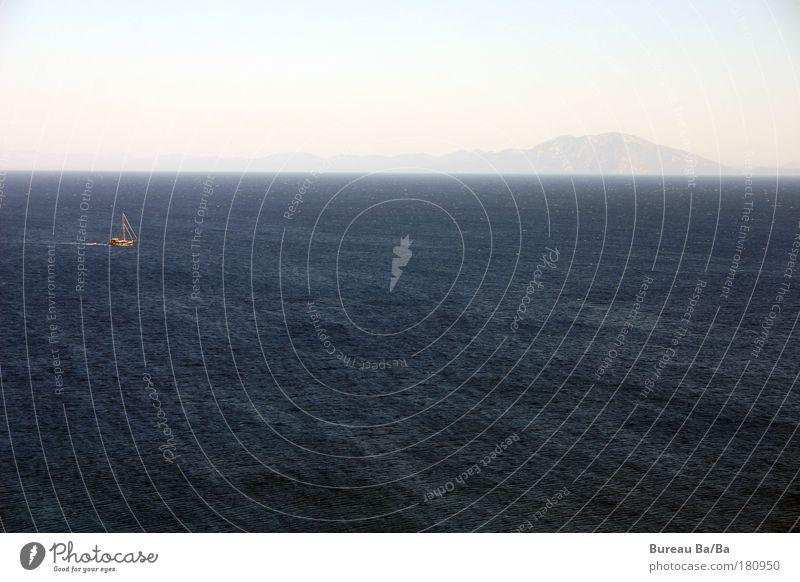 Kleines Boot Wasser Meer blau Ferien & Urlaub & Reisen Berge u. Gebirge Glück Wasserfahrzeug Schifffahrt Türkei